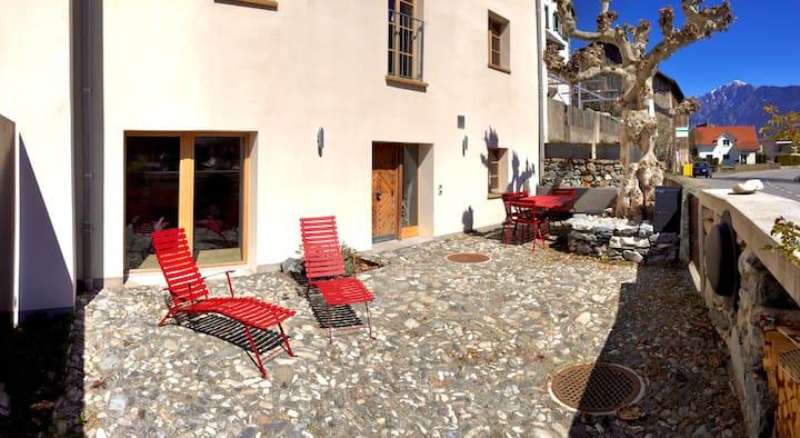 Bijou (2) in den Bergen von Graubünden (Felsberg)