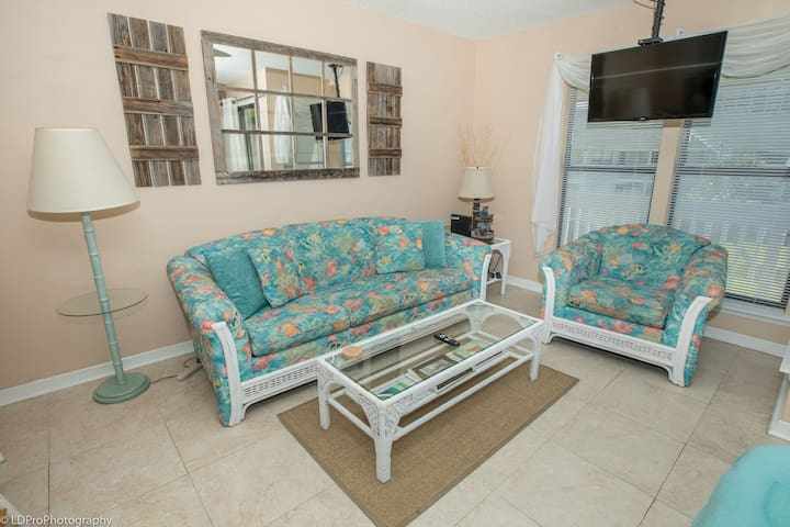 Beautiful Studio - easy beach access and close to pool