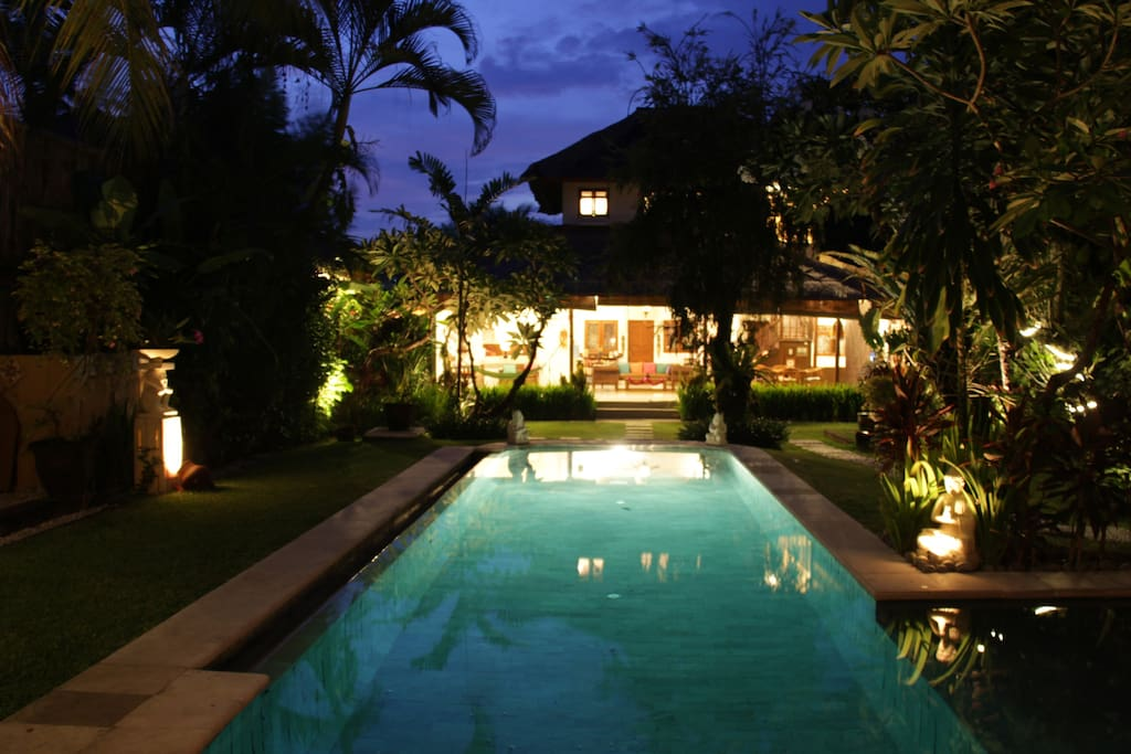 Villa Poppy - 3 Bedroom Holiday Home in Seminyak