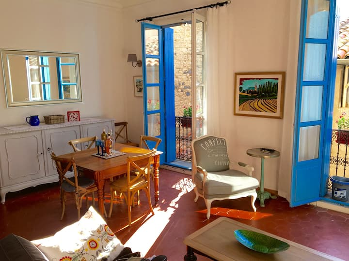 Super Clean, Sunny Apt. in the Centre of Pézenas.