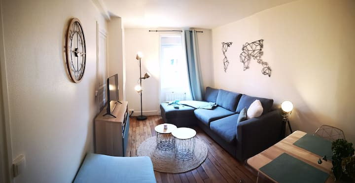 Charmant appartement cosy face aux thermes.