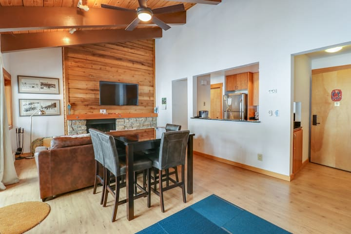 Two studios w/ shared pool, hot tub, gym, & tennis - close to skiing - dogs OK!
