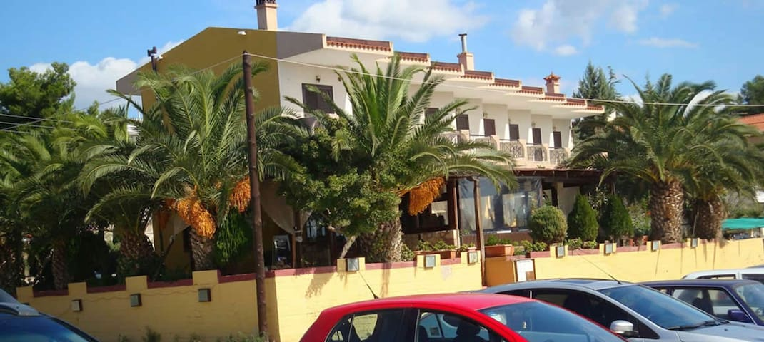 A wonderful Small apartment for 4 very close to a great beach.