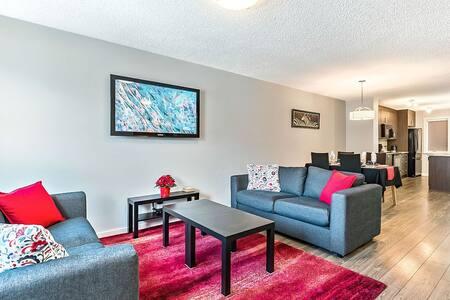 Modern townhome near amenities  BL231700