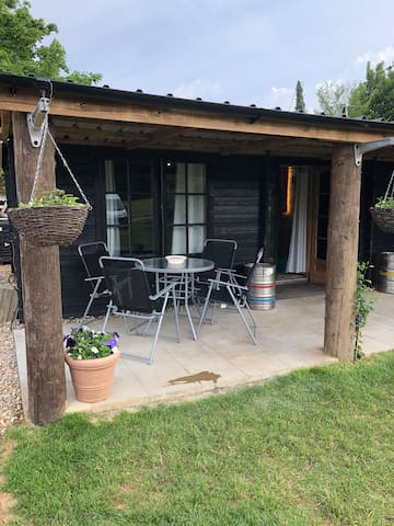Country Retreat, self-contained, sleeps 4