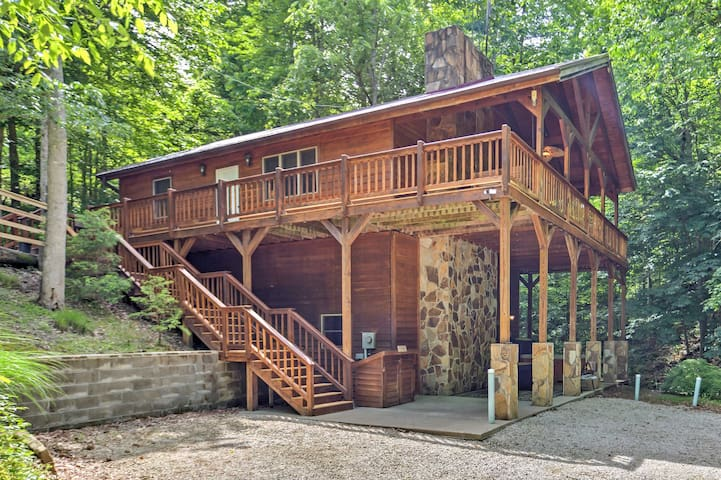 'Lakewood' 3BR Cabin w/ Spa Near Red River Gorge!