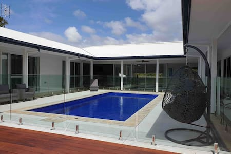 Byron Bay's Flamingo Room + Private Ensuite