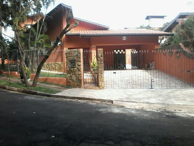 Casa próxima à Unicamp e ao Shopping D. Pedro. - Campinas