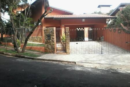 Casa próxima à Unicamp e ao Shopping D. Pedro. - Campinas - House