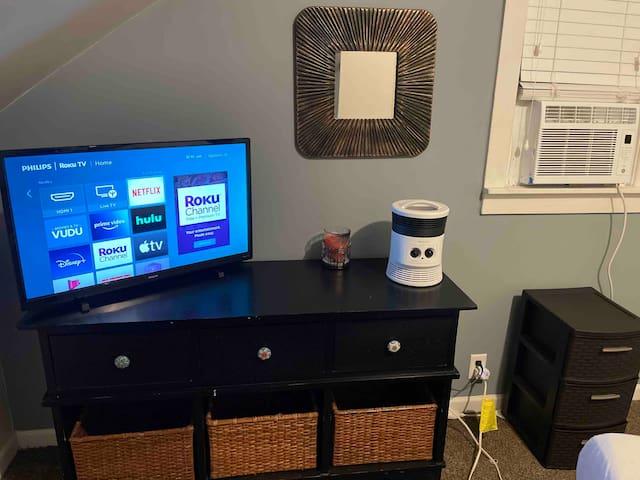 Cozy room,smart tv,usb ports,new bed,warm room.