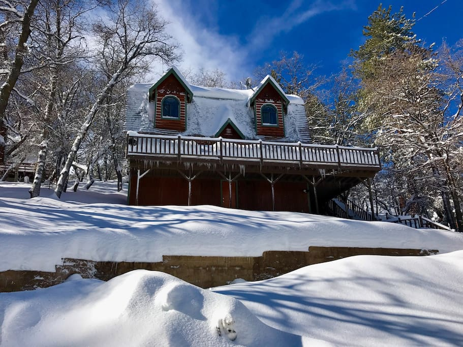 """Kismet Cabin in winter: 70"""" inches of snow in January 2017"""