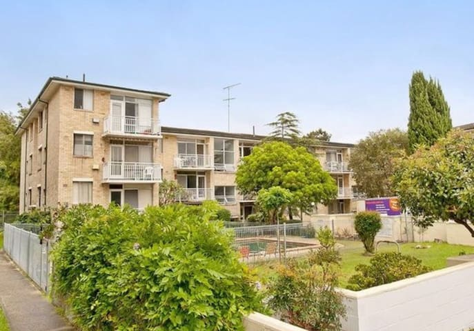 Oasis apartment 10mins to city. 2 x Queen bedrooms