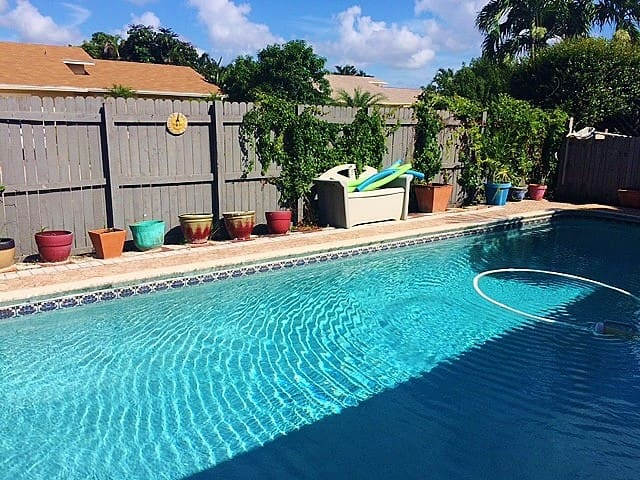 Pool/Hot Tub Home 15 minutes from Beach