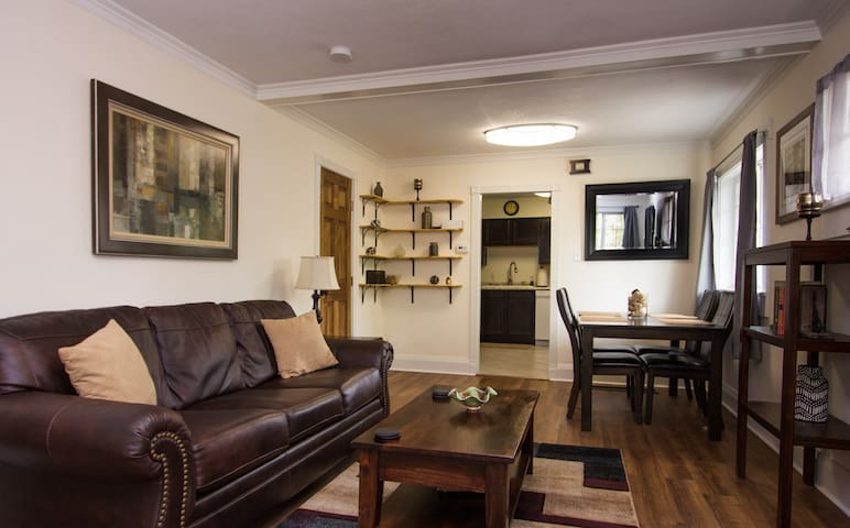 Exceptionally beautiful 1922 condo near downtown
