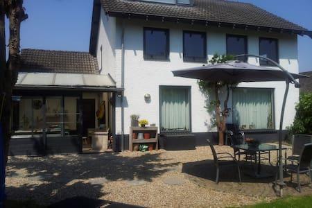 Vrijstaand huis, sauna in tuinhuis - Megen - Casa