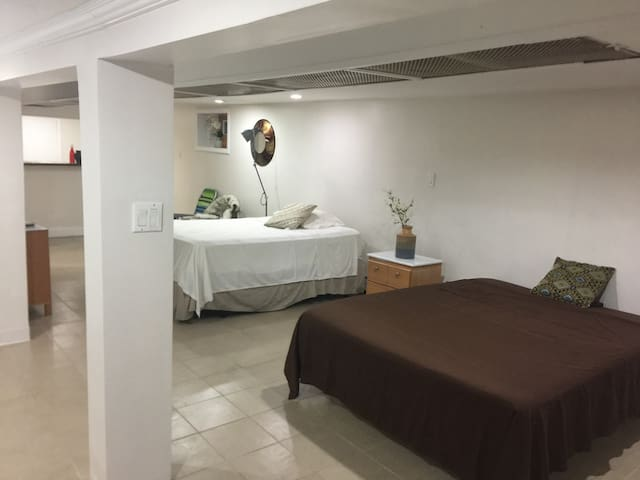 14+Day Stay:1000 sq Bsmt Apartment  Great Living