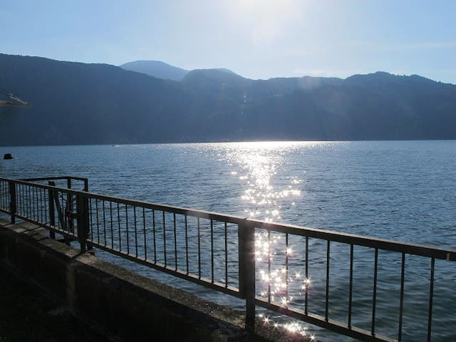 Villa on the Lake of Como, direct access to water - Mandello del Lario - Villa
