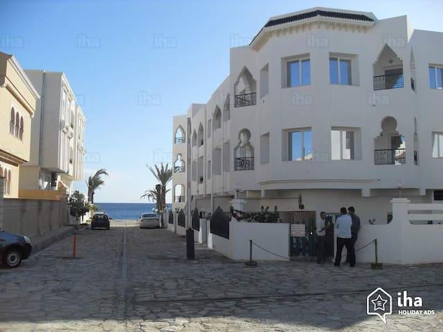 Charmant appartement face à la  mer à chott Mariem