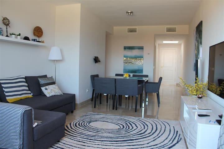 Luxury 2 Bed Duquesa Penthouse Apt