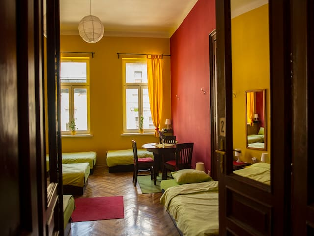 2 Single Beds in 6 dormitory-Center - Kraków - Appartement