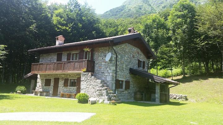 Rustic cabin in Sella Chianzutan