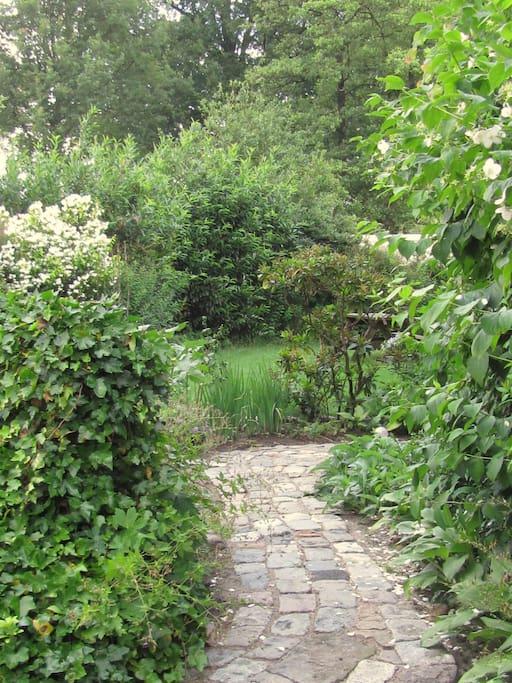 het pad naar de voordeur van 'het Huis van de zon'.