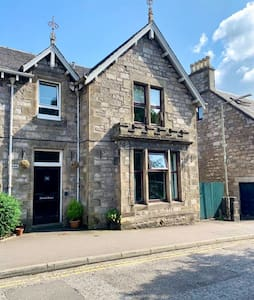 Central Pitlochry apartment close to all amenities