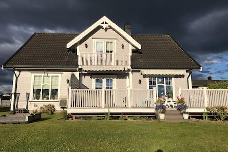Koselig hus på bygda med alt i nærheten.