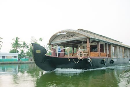 Genesis Houseboats Single Bedroom, Alappuzha