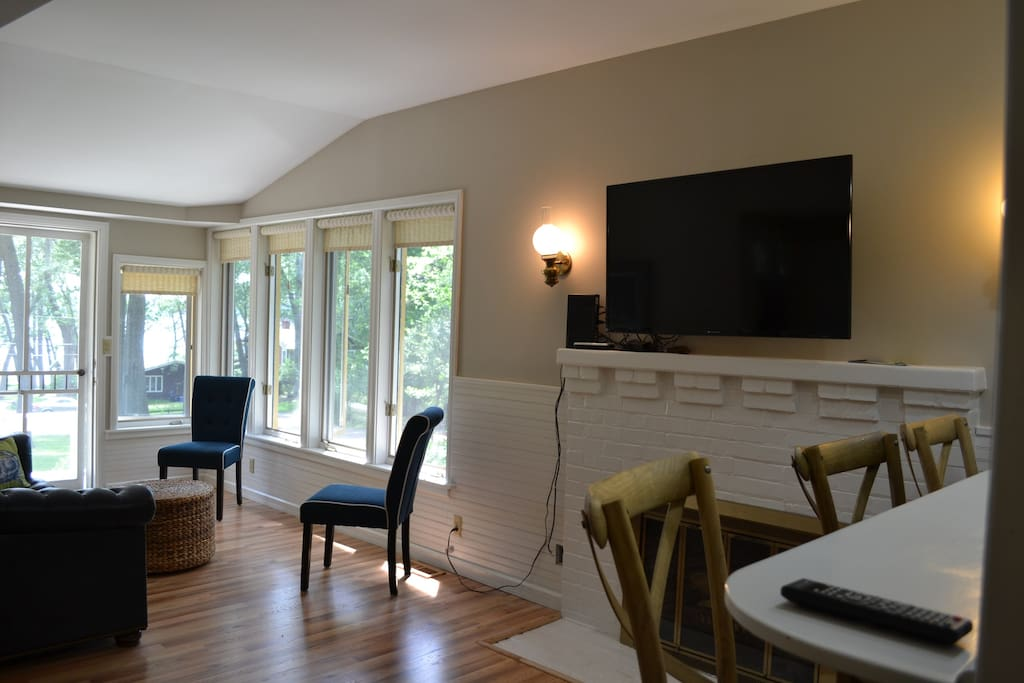 Cable TV, wifi and views of Lake Geneva