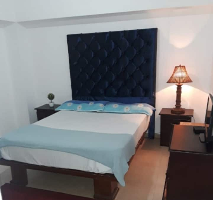 Confortable y bella habitación para dos personas.