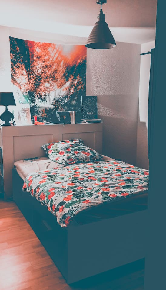 Queen Size Bed (With storage ) Private room 3 x 3