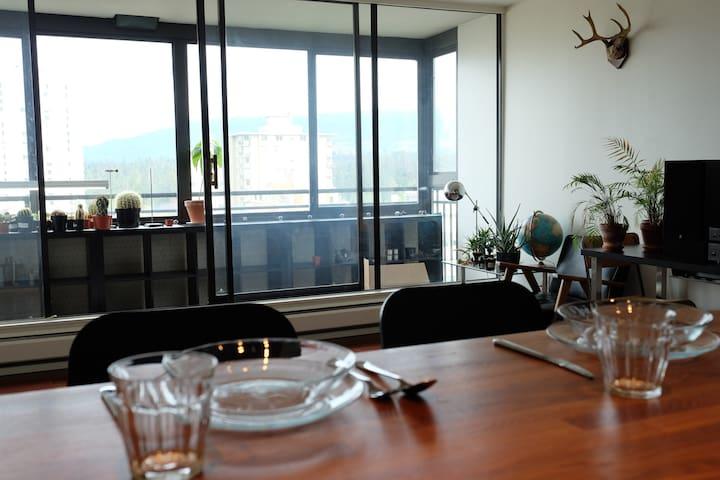 Views, Stanley Park + Parking! - Vancouver - Appartement en résidence