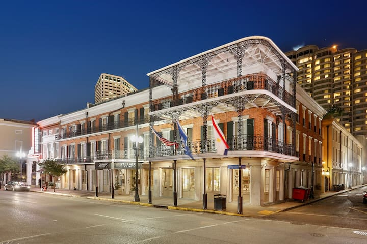 Queen Room in Boutique Hotel Downtown/FQ w Pool
