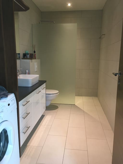 Bathroom with Laundry Machine