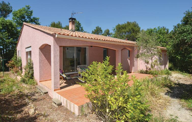 Holiday cottage with 2 bedrooms on 93 m² in Sabran