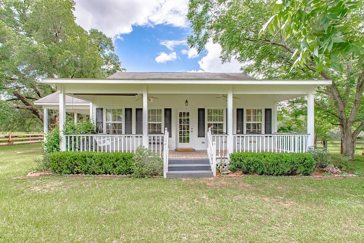 Peaceful Farm Cottage Centrally Located