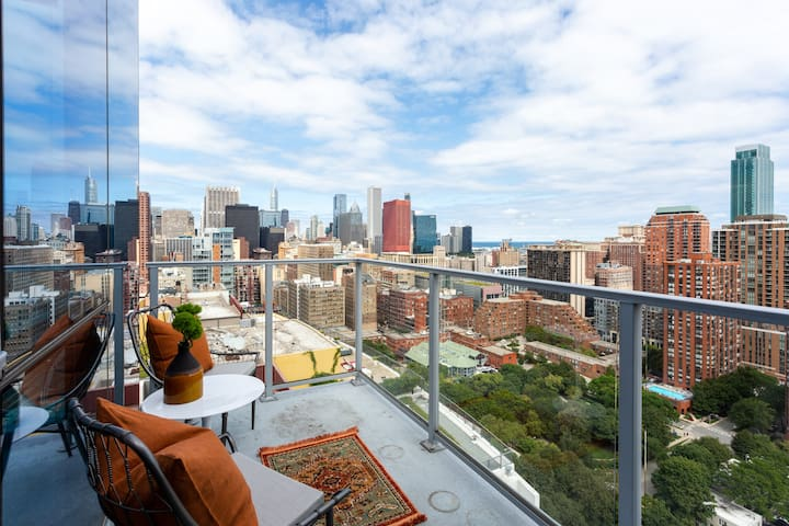Domio | South Loop | Distinct 3 BR / 3BA Apt + Fitness Center and Pool