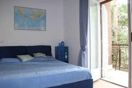 Spacious room with a large bathroom and balcony - Roma - Oda + Kahvaltı