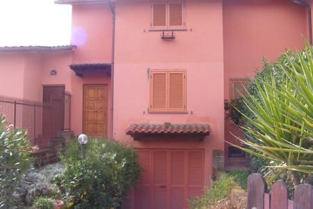 villetta a due passi dal Lago Bracciano e da Roma - Cala Pianorum - Villa