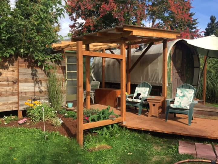 Freya's Gypsy Caravan with private yard
