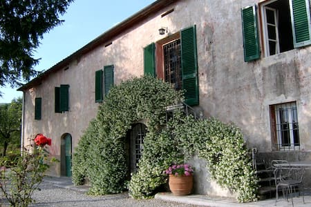 Tuscan villa with sweeping views - Capannori