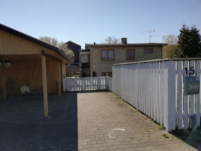 Large Bungalow close to city centre and airport