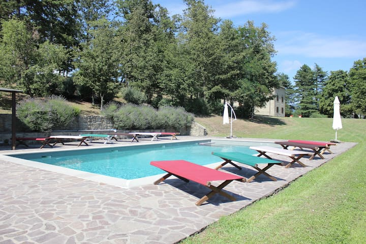 Beautiful Villa near Florence, 10 bedrooms 20+6pax - Barberino di Mugello - วิลล่า