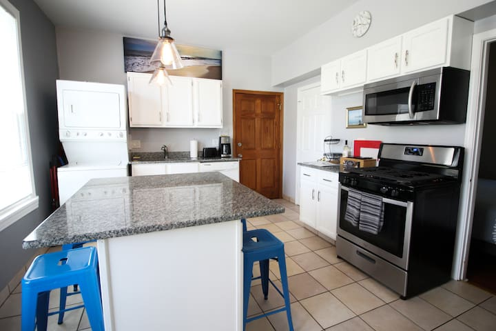 1R Two Bed Smarthome in Hip Avondale/Logan Square