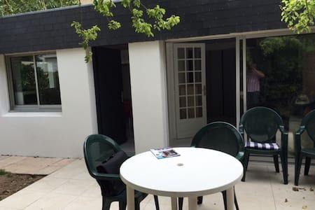 Petite maison avec jardin clos à 200 m de la plage - Carnac