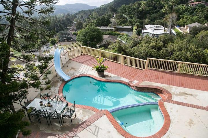 Oakmont Country Club Suite
