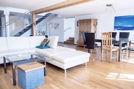 Charmantes Penthouse im Herzen von Ravensburg - Ravensburg - Wohnung