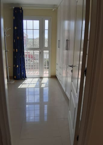 Entrada segunda habitación con balcón