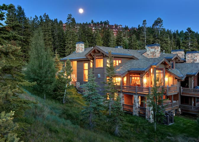 Ski-in/Ski-out, Stunning Views, Private Hot Tub, Wood Fireplace. Deer Valley Luxury Home Sleeps 12!